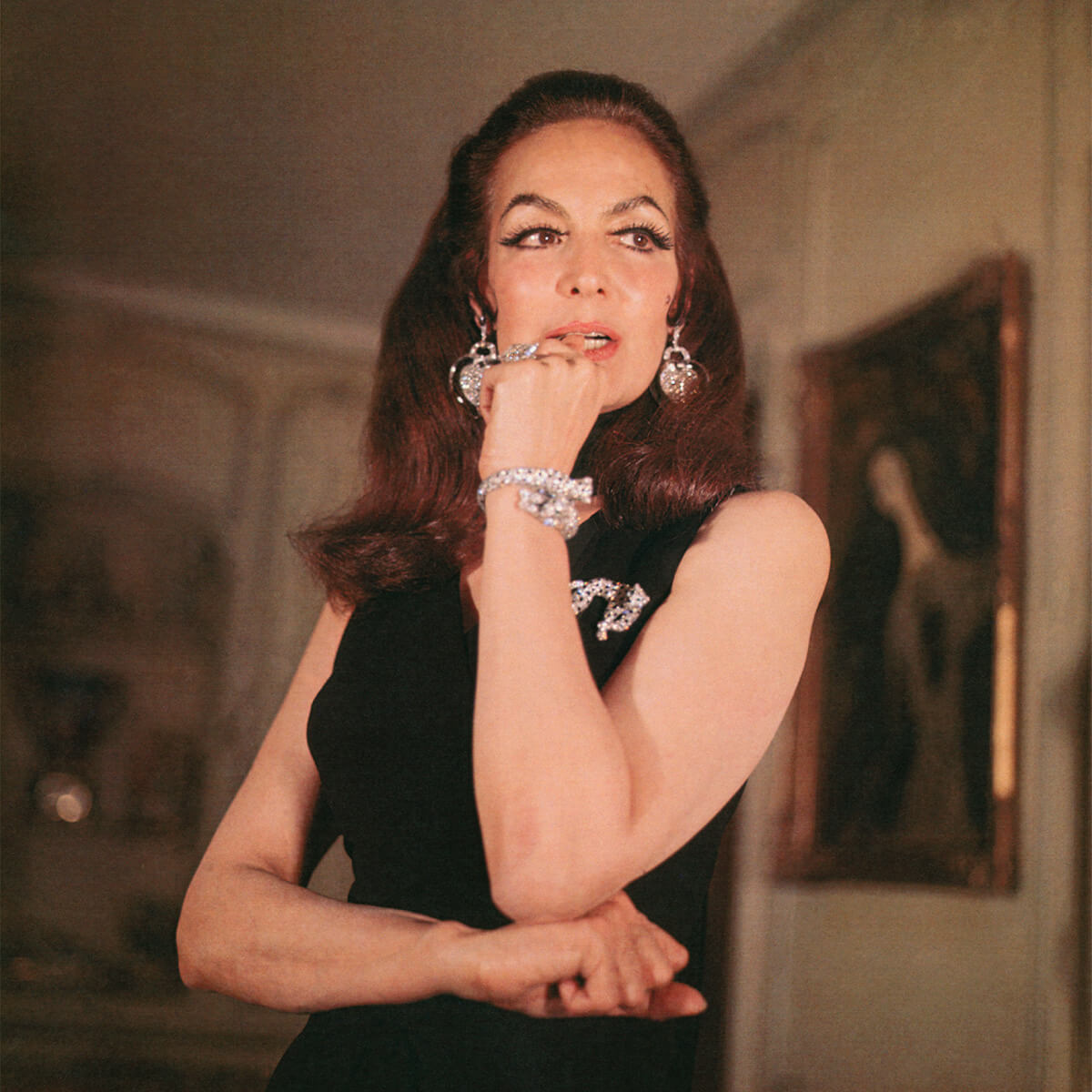 Mexican actress María Félix in 1967 wearing an articulated Panthère de Cartier brooch and a double-headed panther bracelet in platinum, onyx, and diamonds with emeralds for eyes