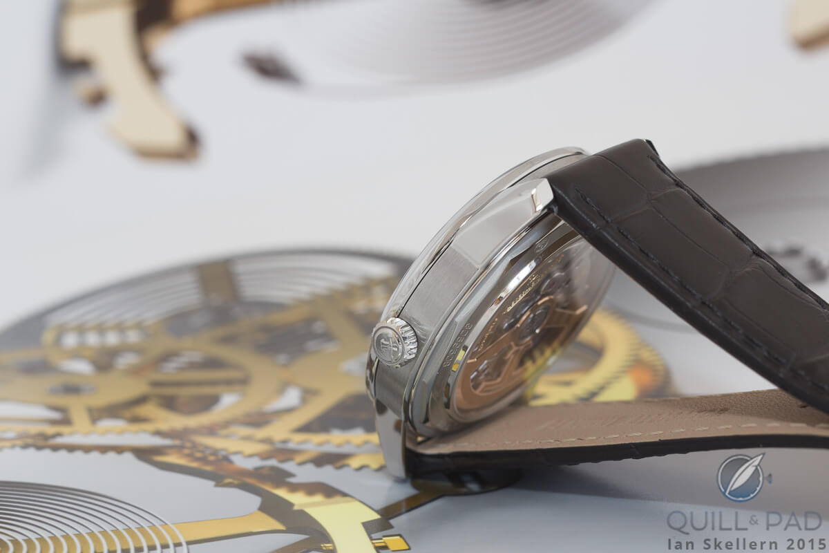 Side view of the case of the Jaeger-LeCoultre Geophysic True Second showing that the bezel is slightly wider than the case