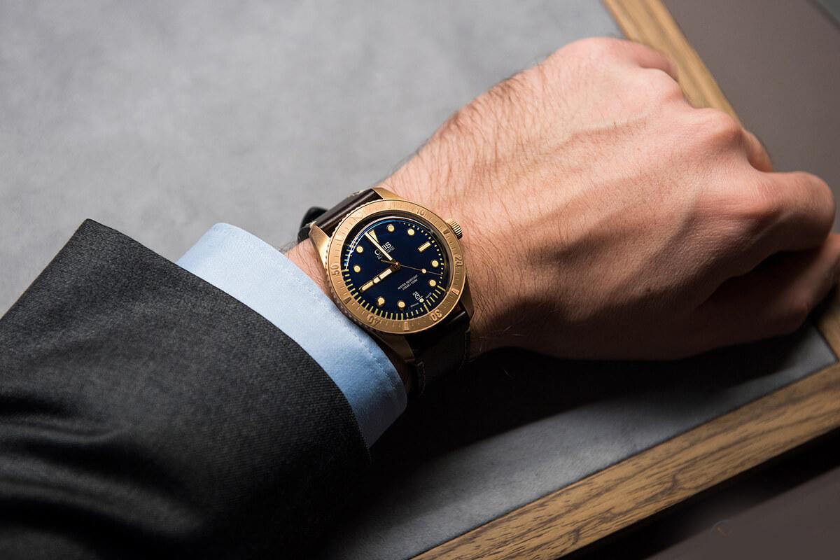 Oris Carl Brashear Limited Edition on the wrist (photo courtesy www.chronos24.pl)