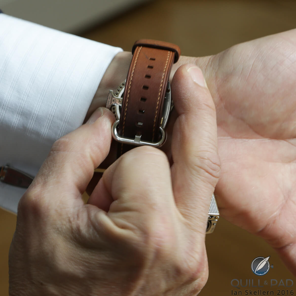 One-handed operation of the Roland Iten RWC11 symmetrically adjustable watch clasp